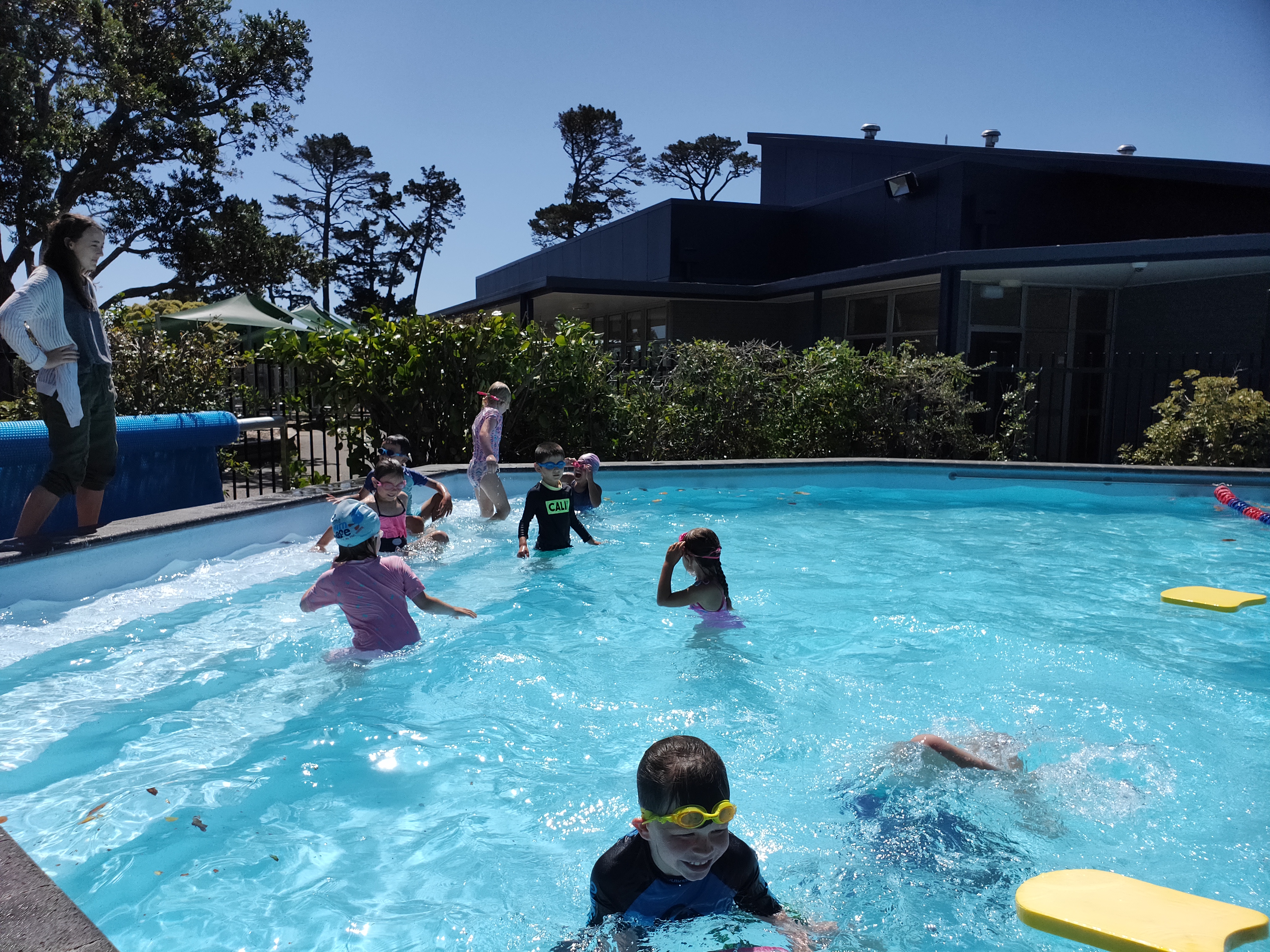 Blockhouse Bay Primary School - Swimming Fun with Room 20