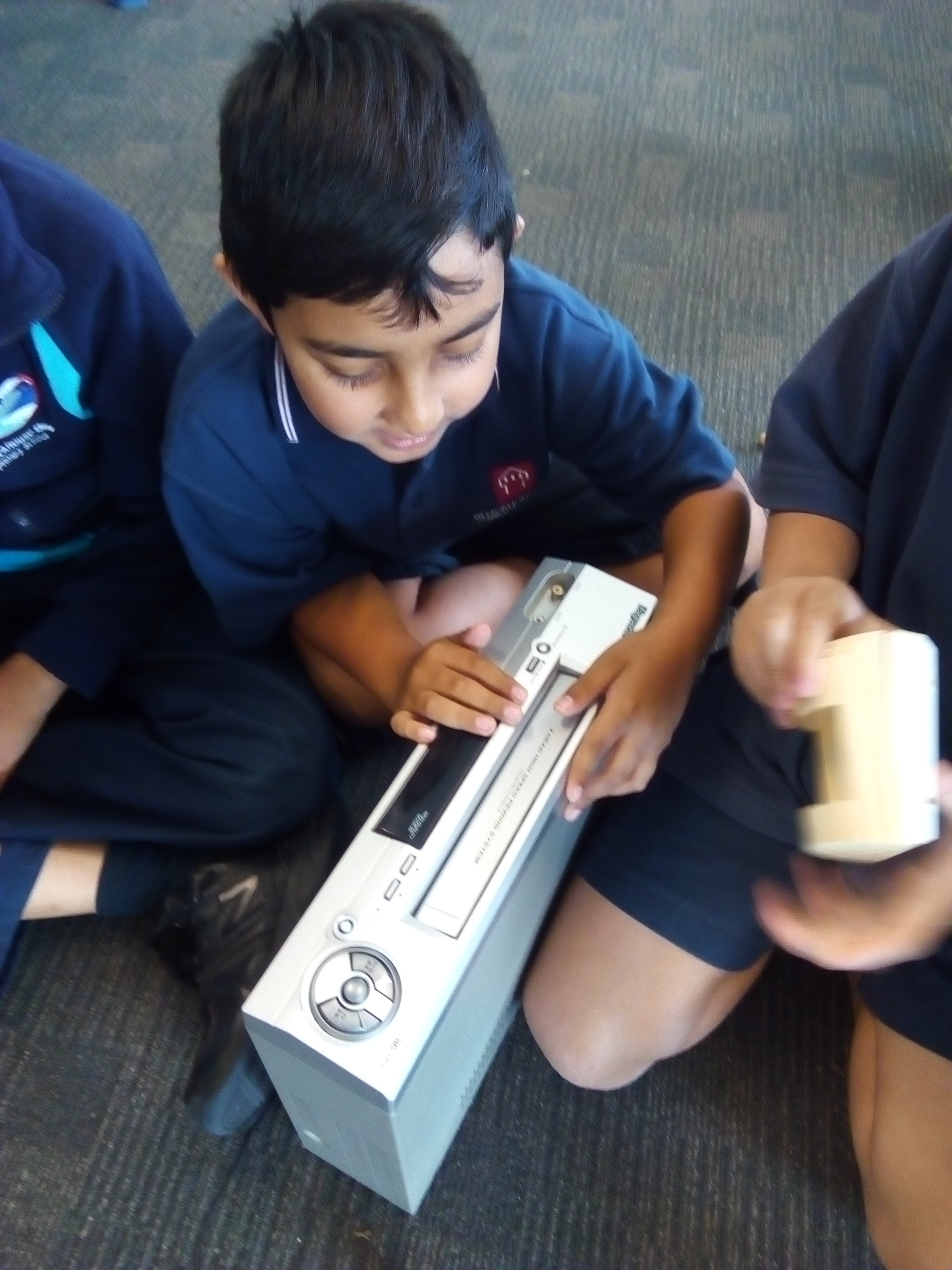 Blockhouse Bay Primary School - Tinkering- Unmaking Safely...