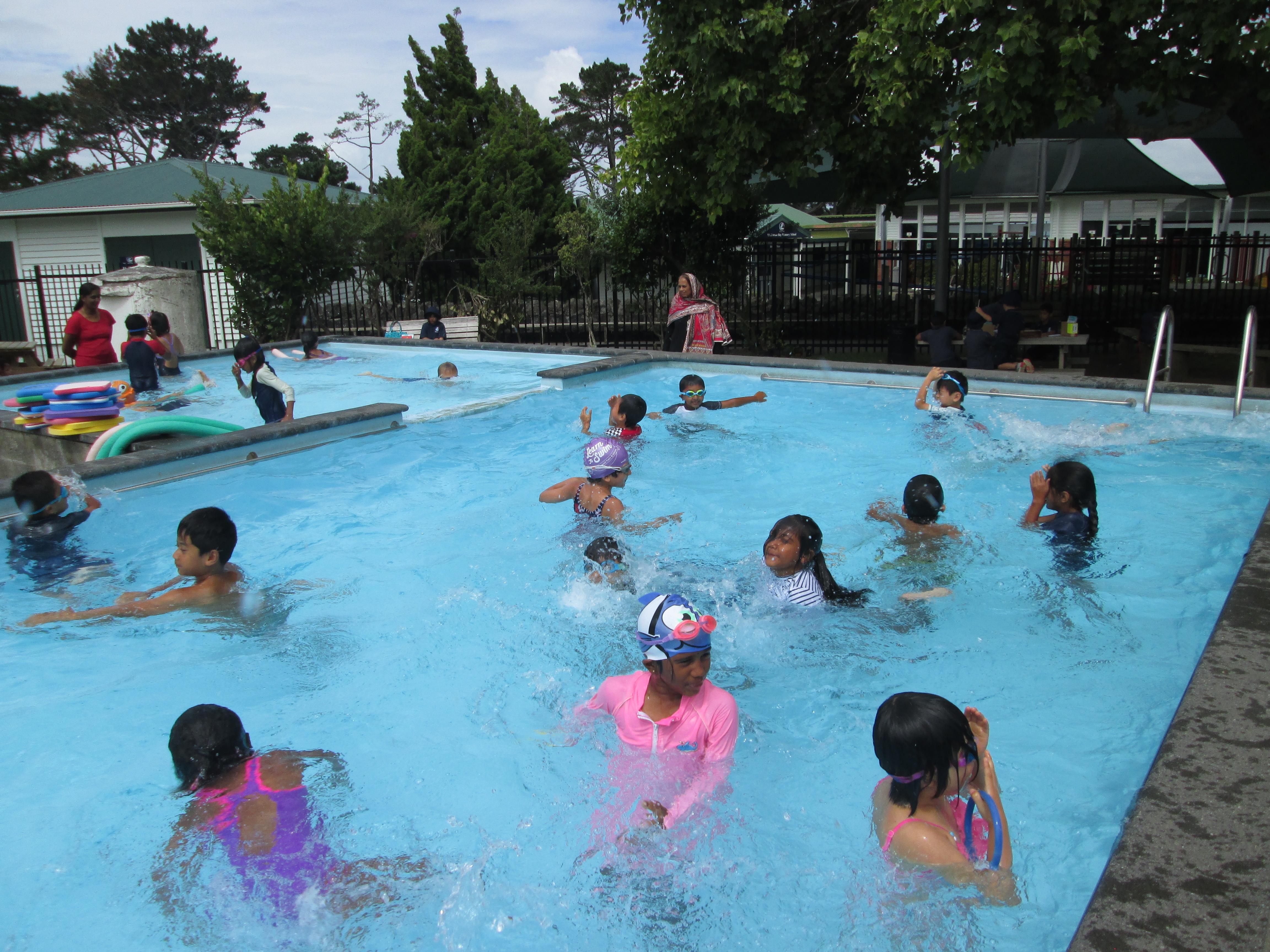 Blockhouse Bay Primary School - Swimming!